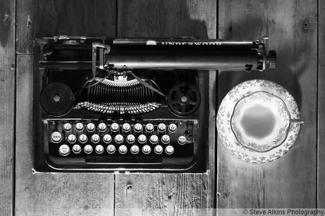 a11i11-vintage-typewriter-antique-tea-cup